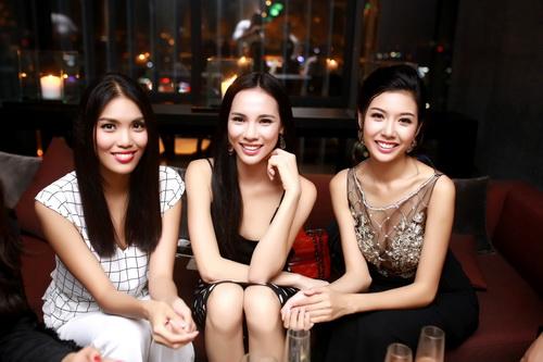 """lan khue khong """"lep ve"""" ben hoa hau the gioi 2011 - 8"""