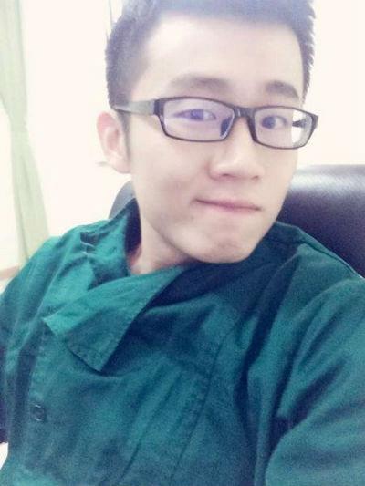 bac sy dep trai ve tranh noi chuyen voi thai phu diec gay sot - 5