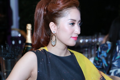 "khanh thi rap ron cung ""canh buom quyen luc"" - 8"