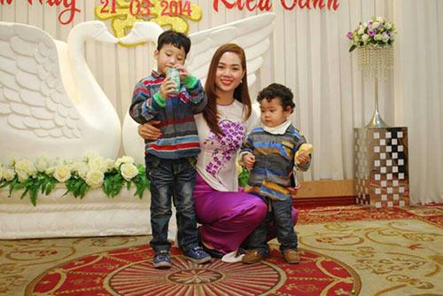 hhvn 2002 mai phuong hanh phuc ben hai con trai - 9