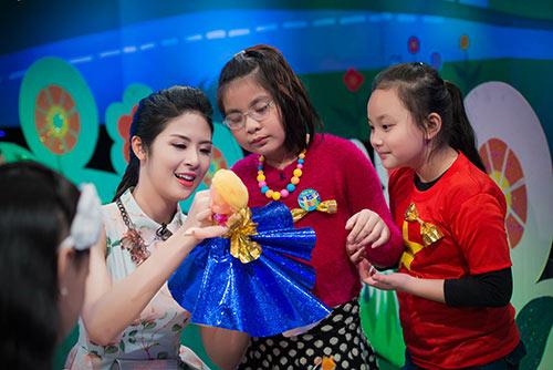 Ngọc Hân say mê dạy các bé thiết kế thời trang - 6