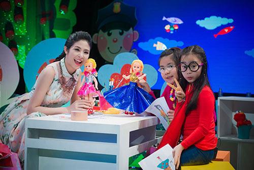 Ngọc Hân say mê dạy các bé thiết kế thời trang - 7