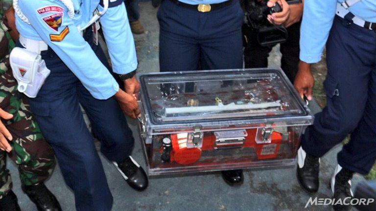 loi cuoi cua phi cong qz8501 lam dieu tra vien son gai oc - 3