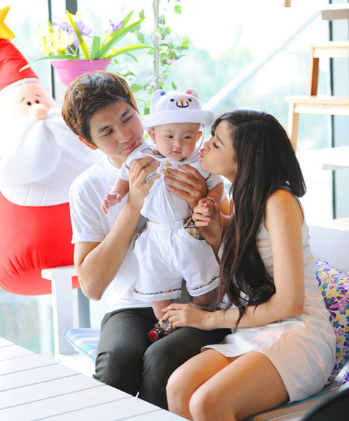 gian tim, truong quynh anh om con roi khoi nha - 1