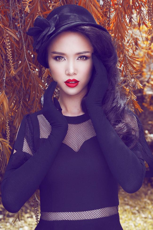 Top 5 Hoa hậu Việt Nam 2012 vừa tung ra bộ ảnh mới được blend màu retro theo phong cách cổ điển phương Tây.