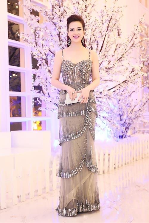 """hh dieu hoa """"do"""" nhan sac khong tuoi voi thanh mai - 1"""