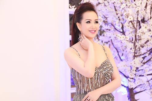 """hh dieu hoa """"do"""" nhan sac khong tuoi voi thanh mai - 2"""