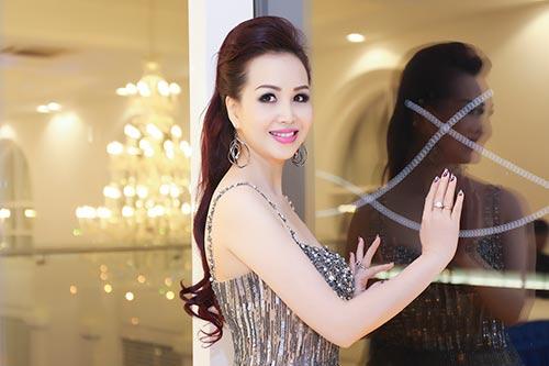 """hh dieu hoa """"do"""" nhan sac khong tuoi voi thanh mai - 3"""