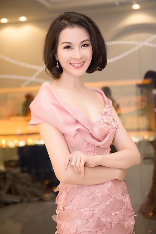 """hh dieu hoa """"do"""" nhan sac khong tuoi voi thanh mai - 4"""