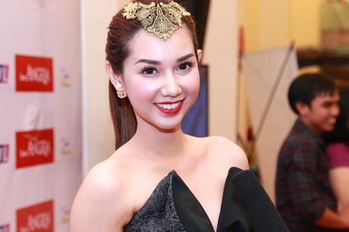 "mc quynh chi goi cam ""hut hon"" ben a hau pham huong - 5"