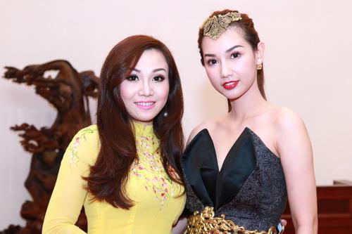 """MC Quỳnh Chi gợi cảm """"hút hồn"""" bên Á hậu Phạm Hương-10"""