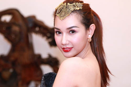"""MC Quỳnh Chi gợi cảm """"hút hồn"""" bên Á hậu Phạm Hương-1"""