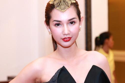 """MC Quỳnh Chi gợi cảm """"hút hồn"""" bên Á hậu Phạm Hương-2"""