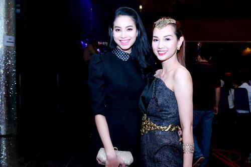 "mc quynh chi goi cam ""hut hon"" ben a hau pham huong - 9"