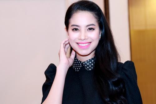 """MC Quỳnh Chi gợi cảm """"hút hồn"""" bên Á hậu Phạm Hương-6"""