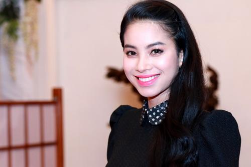 "mc quynh chi goi cam ""hut hon"" ben a hau pham huong - 7"