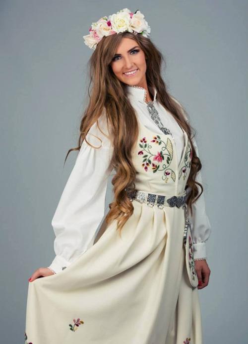 Trang phục dân tộc tại HH Hoàn vũ 2014 gây tranh cãi - 11