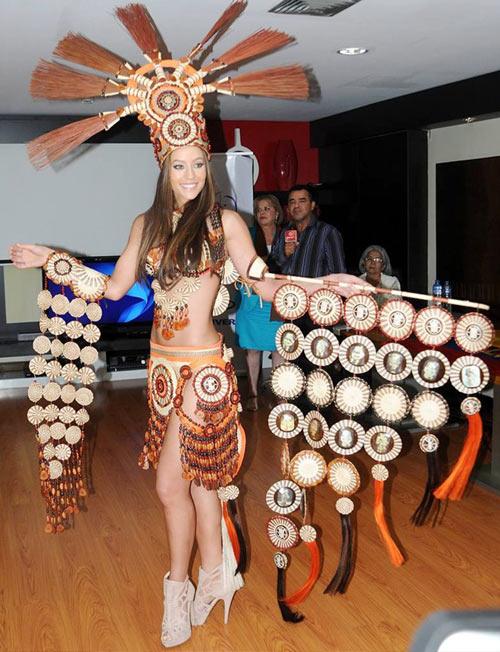 Trang phục dân tộc tại HH Hoàn vũ 2014 gây tranh cãi - 5