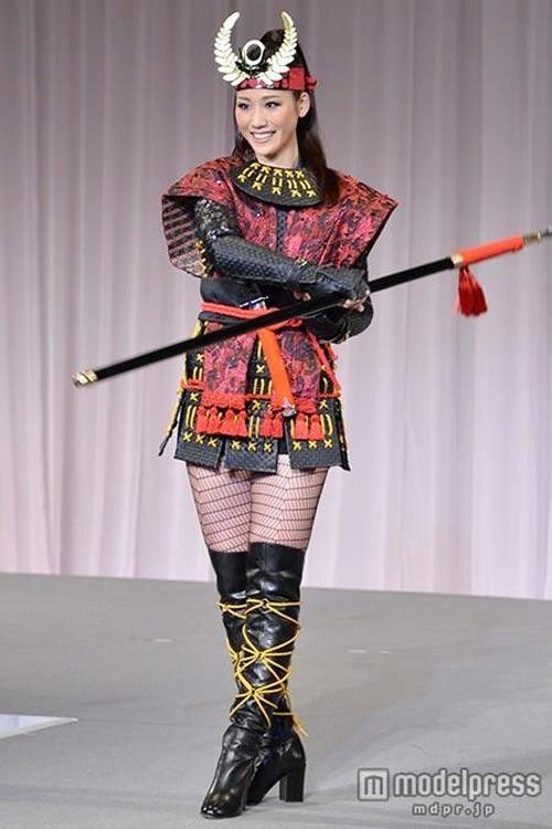 Trang phục dân tộc tại HH Hoàn vũ 2014 gây tranh cãi - 9