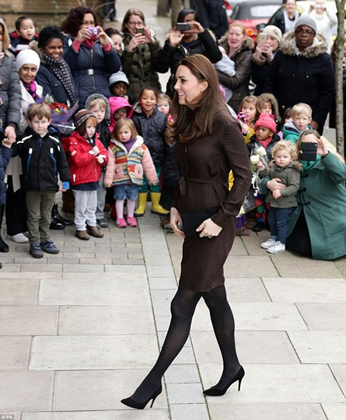 Bụng bầu khá lớn, Công nương Kate vẫn đi giày cao gót-3
