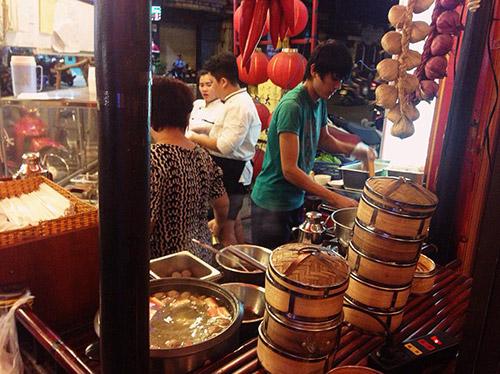 Đi ăn chè Hongkong kiểu... kiếm hiệp ở Quận 5 - 6