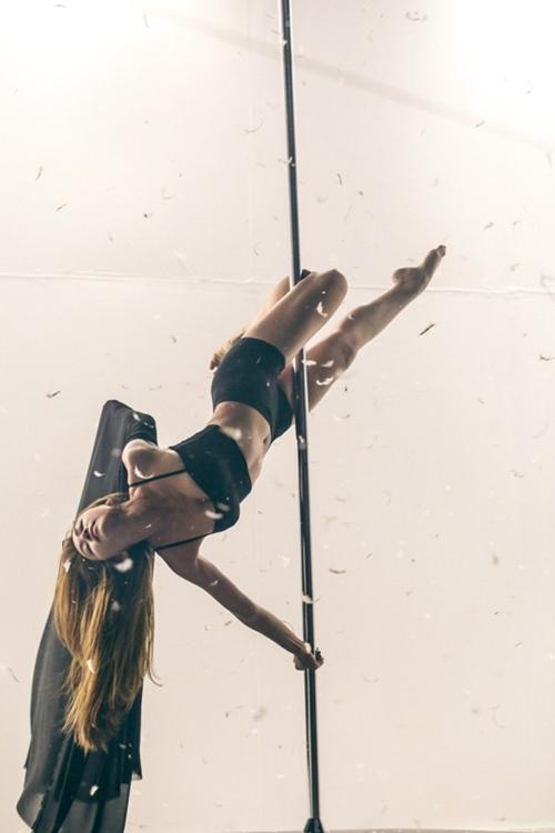 Ngân Khánh khoe hình thể sexy với múa cột-4