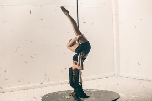 Ngân Khánh khoe hình thể sexy với múa cột-7