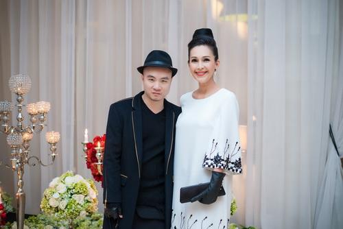 Vợ chồng Lê Thúy hạnh phúc đi sự kiện sau đám cưới-9