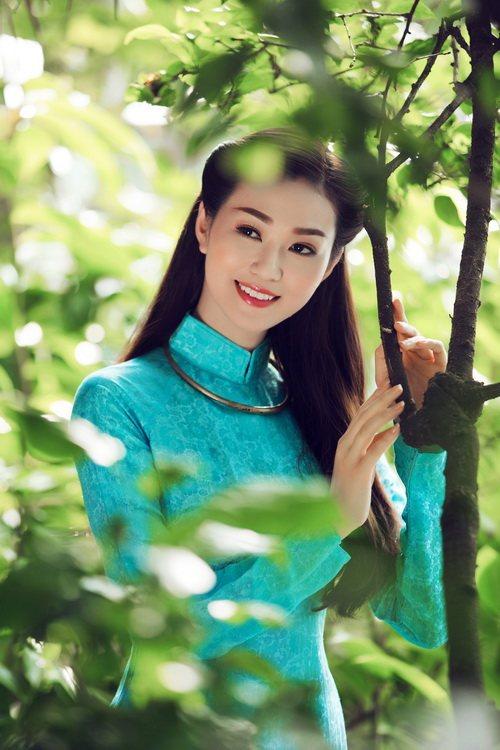 khanh my duyen dang ao dai duoi nang xuan - 9