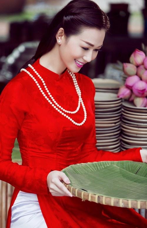 khanh my duyen dang ao dai duoi nang xuan - 4