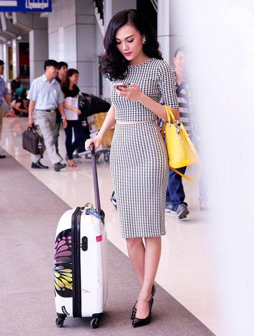 Cao Thùy Linh xinh đẹp ngỡ ngàng tại sân bay-3