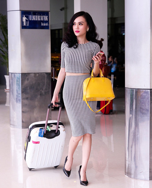 Cao Thùy Linh xinh đẹp ngỡ ngàng tại sân bay-2
