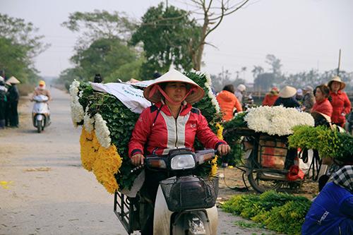 Ngắm phiên chợ độc đáo ở làng hoa Tây Tựu-11