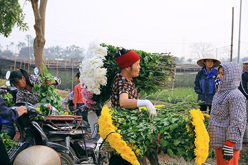 Ngắm phiên chợ độc đáo ở làng hoa Tây Tựu-15