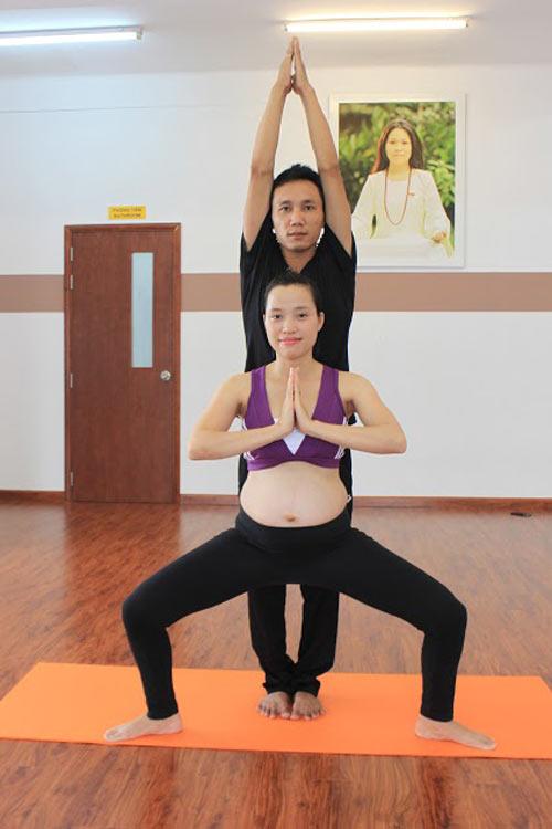 me bau dang dep nho cham tap yoga cung chong - 13