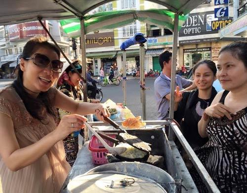 Thu Minh bụng bầu 5 tháng bán bánh khoai vỉa hè-1
