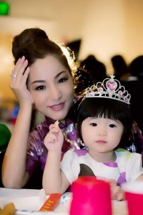 """thuy nga: """"ong nam khong phai cha con gai toi"""" - 7"""