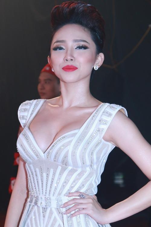 """toc tien, dong nhi mac sieu ngan khong """"phan cam"""" - 3"""