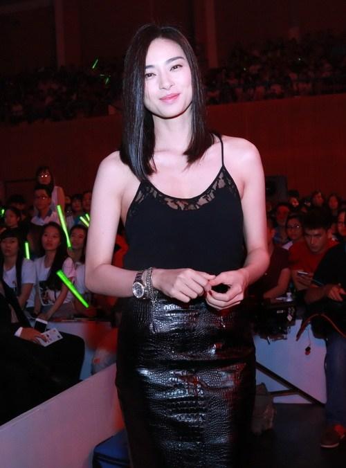 """toc tien, dong nhi mac sieu ngan khong """"phan cam"""" - 17"""