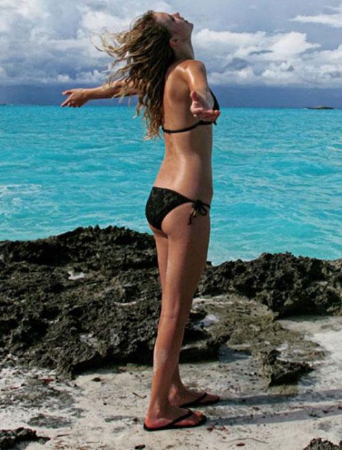 fan than tho khi ngam taylor swift mac bikini - 7