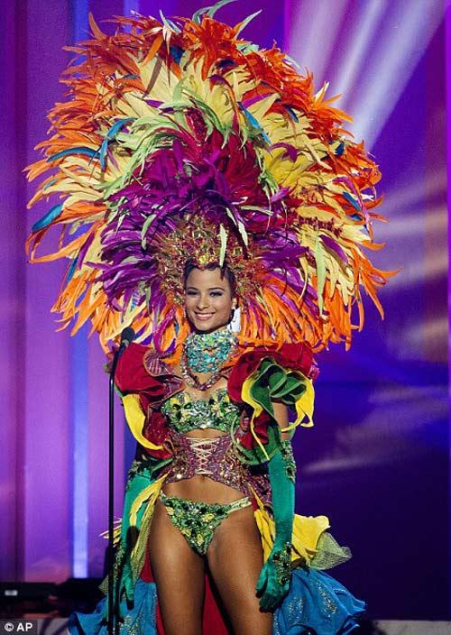 "hoa hau jamaica bi ""danh bai"" vi mai toc tem? - 8"