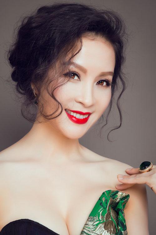"""mc thanh mai eo thon, nguc day """"kho cuong"""" tuoi 40 - 7"""