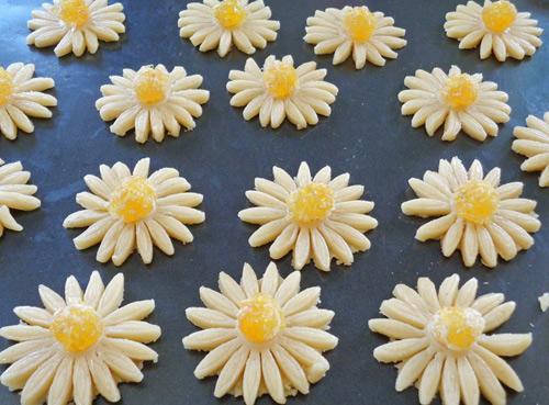 banh quy hinh hoa cuc chao don xuan - 5