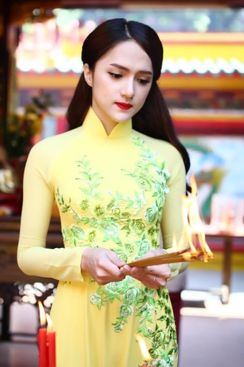 """huong giang idol goi cam hon ca """"gai xin"""" voi ao dai - 2"""