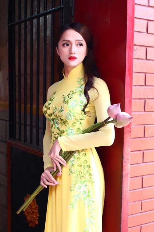 """huong giang idol goi cam hon ca """"gai xin"""" voi ao dai - 3"""