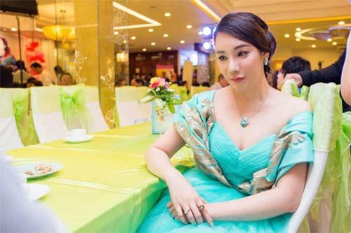 "thuy tien ""phan nan"" vi cong vinh khong biet gian - 11"