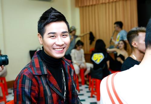 "mc nguyen khang len tieng khi bi ""nem da"" o the remix - 3"
