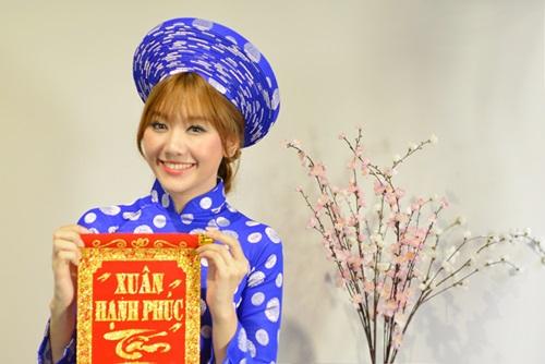tran thanh dien ao dai tet nghich ngom ben hari won - 4