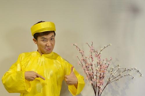 tran thanh dien ao dai tet nghich ngom ben hari won - 6