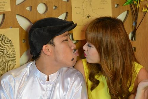tran thanh dien ao dai tet nghich ngom ben hari won - 8